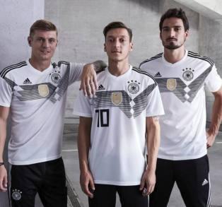 fba97c932e86d7 Pochi giorni fa i teutonici hanno superato il grande dilemma, ovvero  portare in Russia un portiere fenomenale, Neuer. Ha recuperato, il n. 1 del  Bayern.